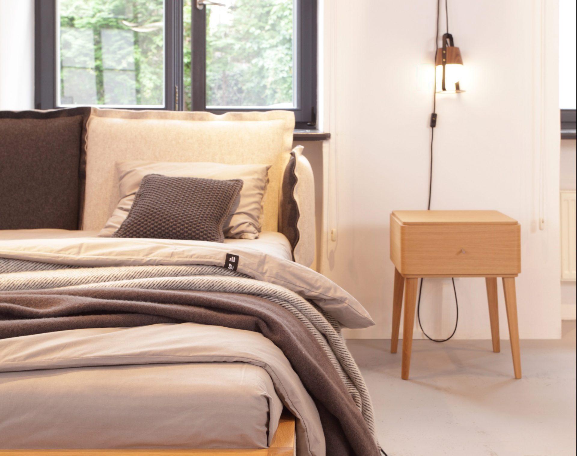 Essence Bedside table