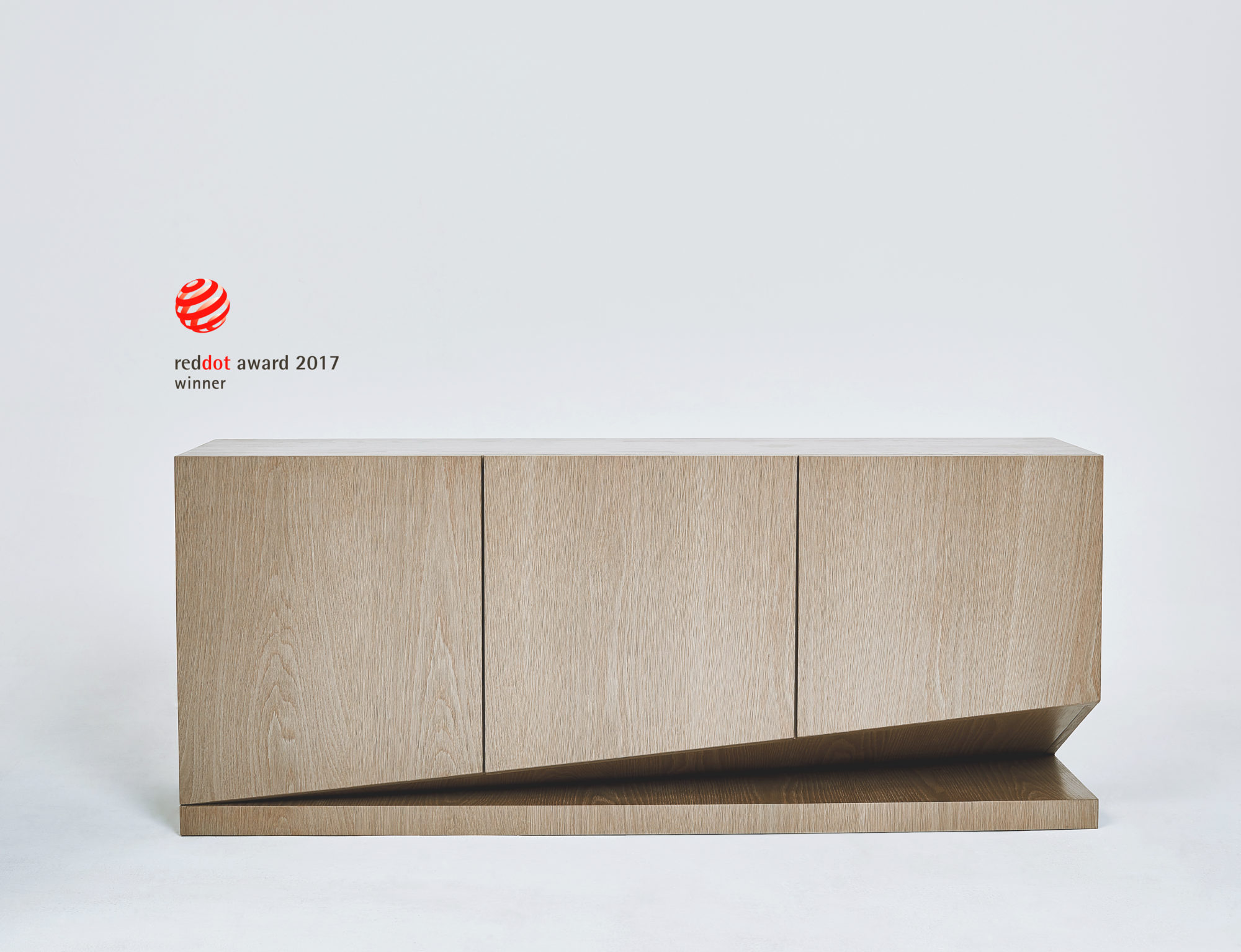 Brinkk sideboard with platform